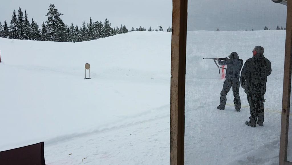 Dynamisk sportsskyting utendørs på Gjøvik